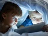 """Pour les chercheurs, ce phénomène pourrait s'expliquer par """"le fait que l'exposition aux écrans dès le matin épuise l'attention de l'enfant, qui se retrouve moins apte aux apprentissages pour le reste de la journée""""."""