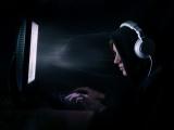un hacker devant son écran