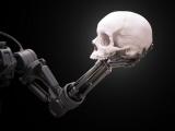 Main de robot tenant un crâne