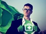 Pharmacien en costume de super héros