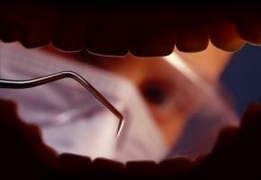 Cabinet sale : un dentiste radié