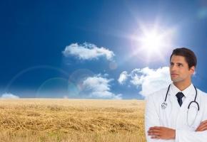 Jeune médecin beau gosse en rase campagne