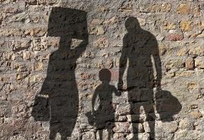 Seul un migrant en situation irrégulière sur deux, éligible à l'Aide médicale d'État, en profite pour accéder aux soins, révèle une enquête réalisée par l'Institut de recherche et documentation en économie de la santé (Irdes) et l'université de Bordeaux