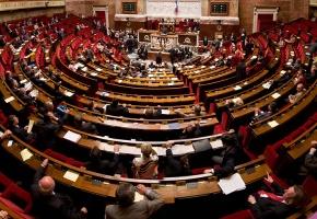 Obligation vaccinale, pass sanitaire, isolement : les mesures clés du projet de loi anti-Covid adopté par l'Assemblée